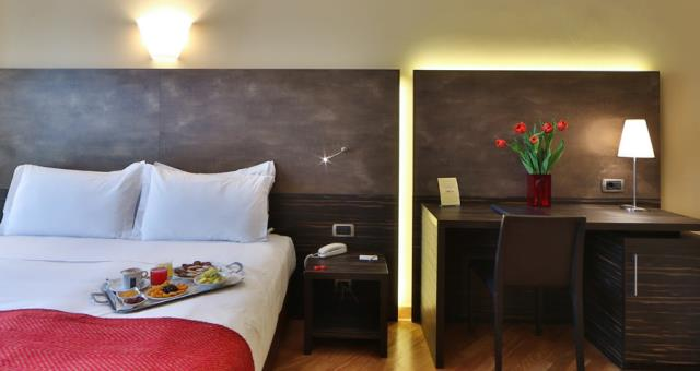 In our hotel in the centre of Genoa you will find comfortable and spacious rooms