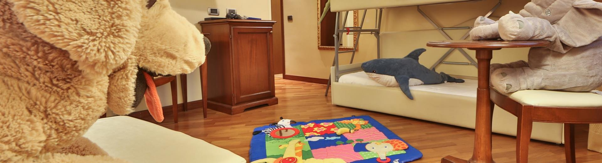 Family room suitable for families with children the Hotel Metropoli in Genoa